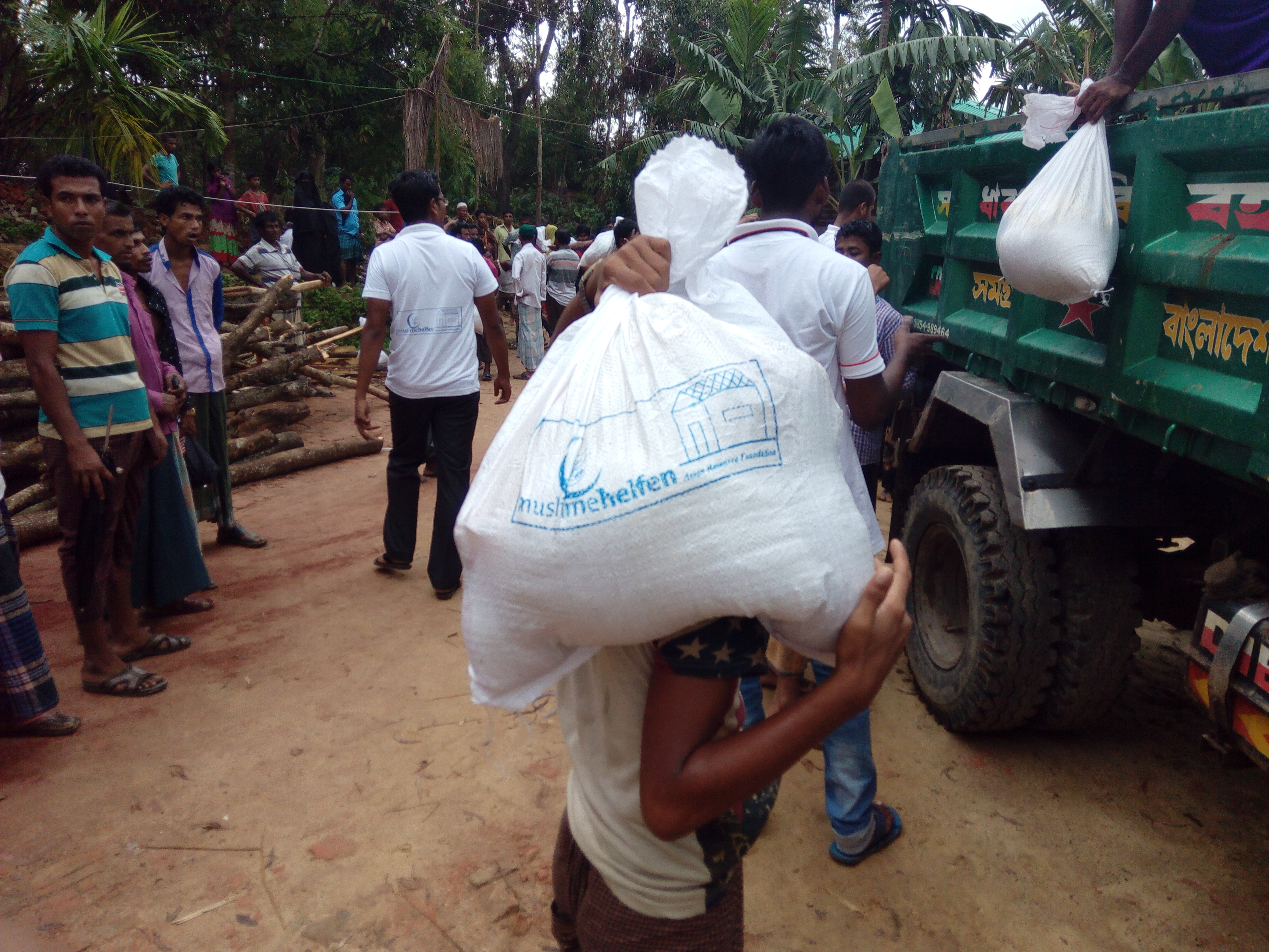 02 In collaboration with the Muslimehelfen Germany for monthly food assistance in Rohingya Refugee Camps